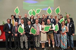 Alle Ausgezeichneten, Laudatoren, Sabine Wolfsgruber (1. Reihe 2. v.r.) bei der Umwelt Service salzburg gala 2017 © uss_neumayr