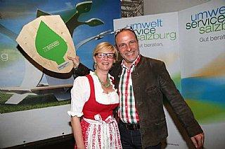 Angelika und Fritz Schwab freuen sich über ihre Auszeichnung 2016 © umwelt service salzburg/Neumayr
