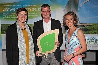 Ganzheitliches Umweltengagement: Fahnen Gärtner (vlnr) LH-Stv. A. Rössler, Gerald Heerdegen, S. Wolfsgruber