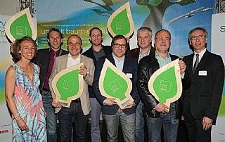 Die Tischler der Salzburger Tischler Küche präsentieren stolz ihre Auszeichnung © uss_neumayr