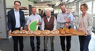 Horst Ebner (li),Peter, Peter sen. u Peter jun. mit Klein-Peter, Sabine Wolfsgruber_co Neumayr