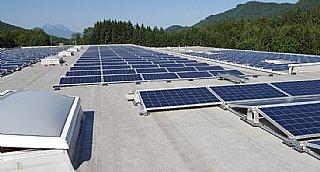 Photovoltaik-Anlage der GS Altotec GmbH in Koppl © Patricia Veigl