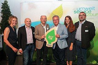 Die Stieglbrauerei zu Salzburg GmbH bekam ihre Auszeichnung von LH-Stv. Schellhorn (3.v.re) überreicht. © uss_Neumayr