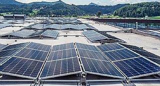 Photovoltaik-Anlage mit 2.700 Modulen am Dach der SONY DADC in Thalgau © Sony