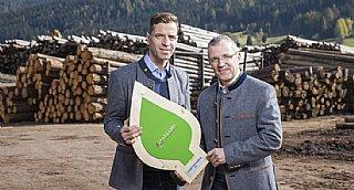 """Peter Graggaber """"Die Gebirgslärche"""" GmbH erhält umwelt blatt salzburg 2020 für """"ressourcenschonend wirtschaften"""""""