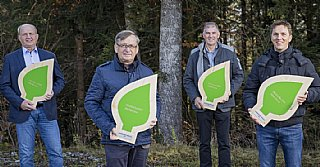 "Holzcluster Abtenau erhält umwelt blatt salzburg 2020 für ""kooperativ recyceln & versorgen"""